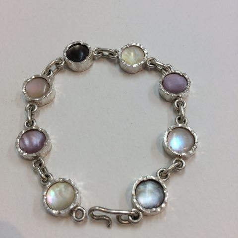 The 4 colours of Mother of Pearl bracelet