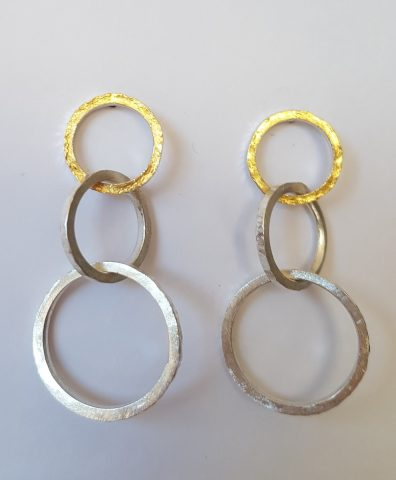 Interlaced loops stud earrings