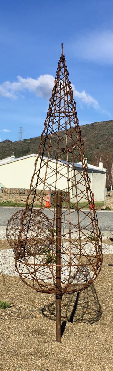 Rusty wire tree - 1m