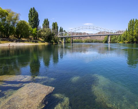 Alexandra Bridge, Alexandra, Central Otago (children swimming)