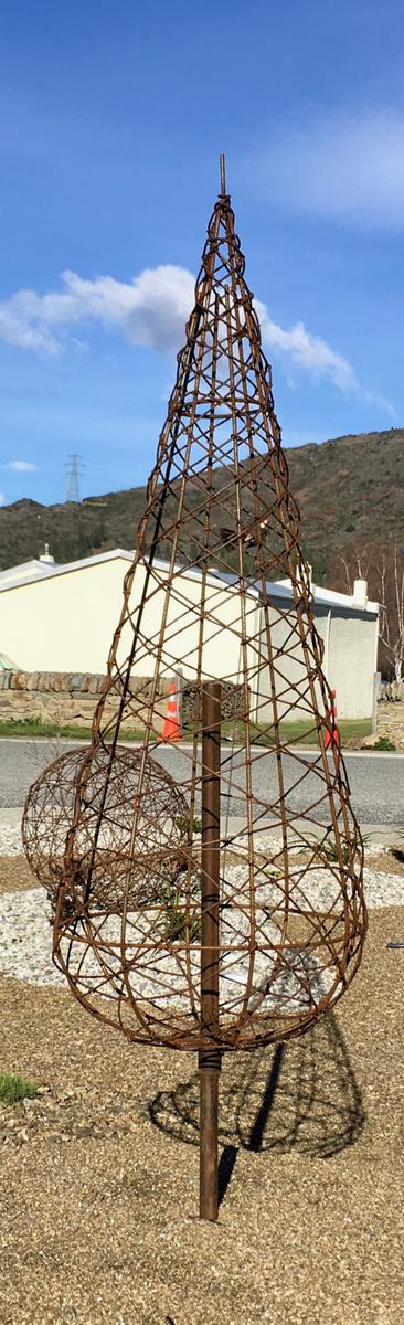 Rusty wire Tree 1.5m