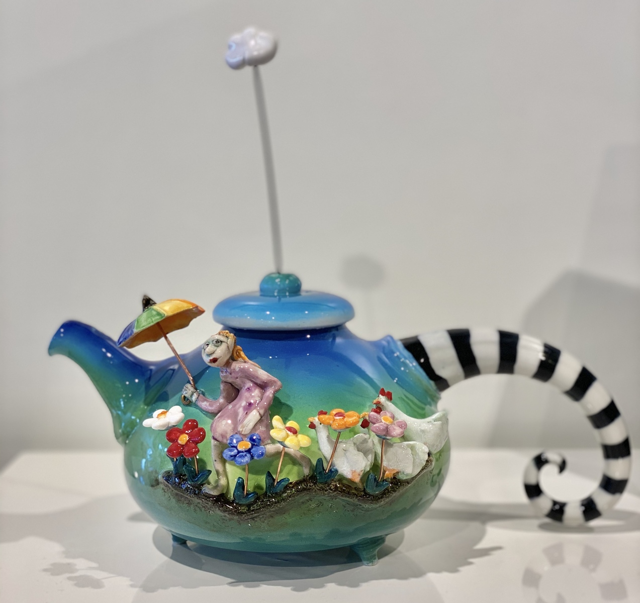 Teapot with drawer (sleeping cat)