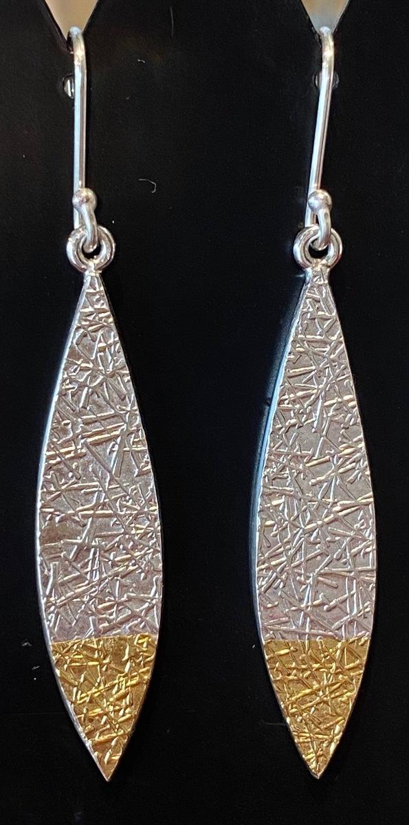 Leaf Text-ure earrings medium)