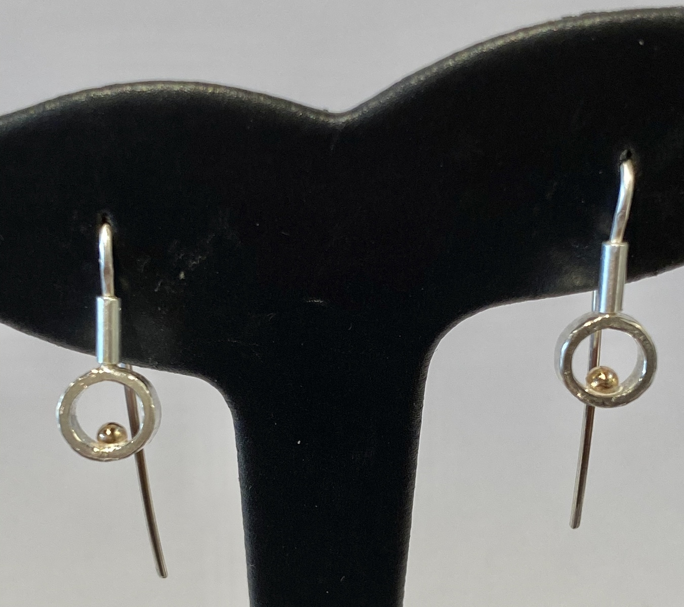 Round frame with gold ball earrings (small) - GOLD BALL SERIES