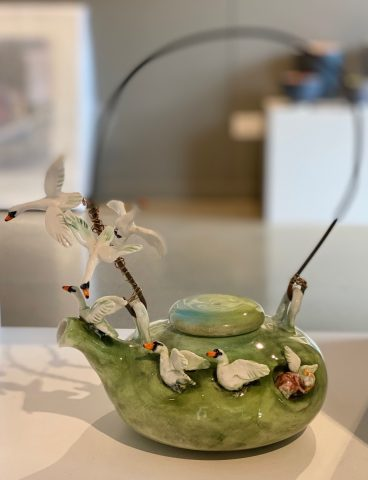Teapot - Swans on wire handle