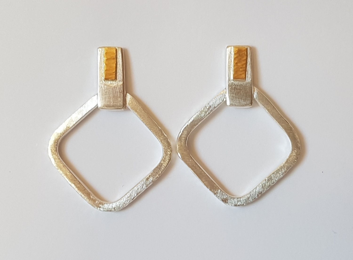 Diamond shape stud earring with 22ct gold