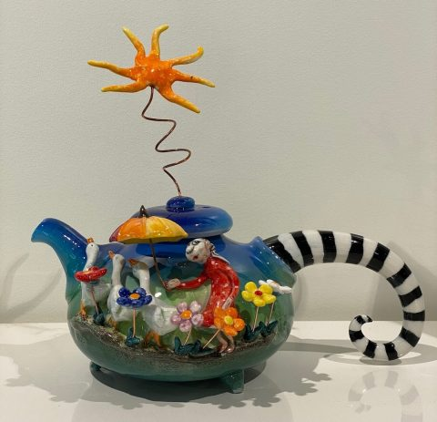 Teapot - with sun, geese and umbrella