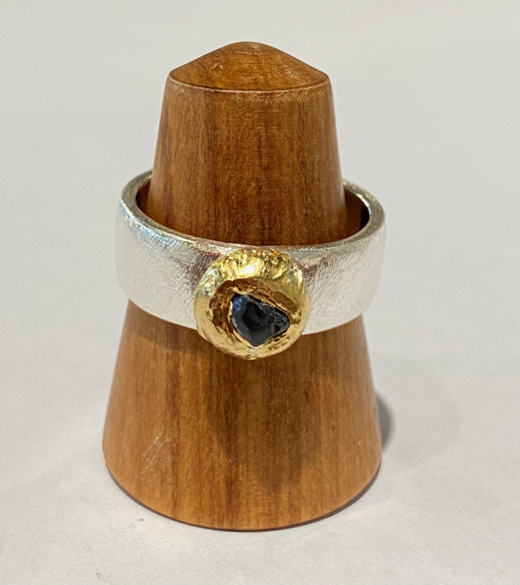 Sterling silver ring with blue sapphire (22ct gold bezel)