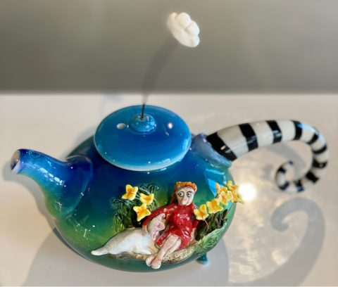 Teapot - Girl with Lamb and 10 Daffodils